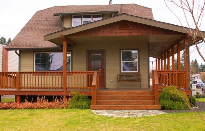 Amazing Exterior Small Classic Ranch House Deck Roof