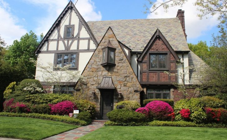 Approaches Bring Tudor Architectural Specifics