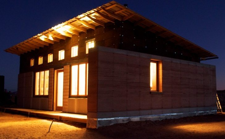 Design Build Bluff Completes Rammed Earth House Navajo