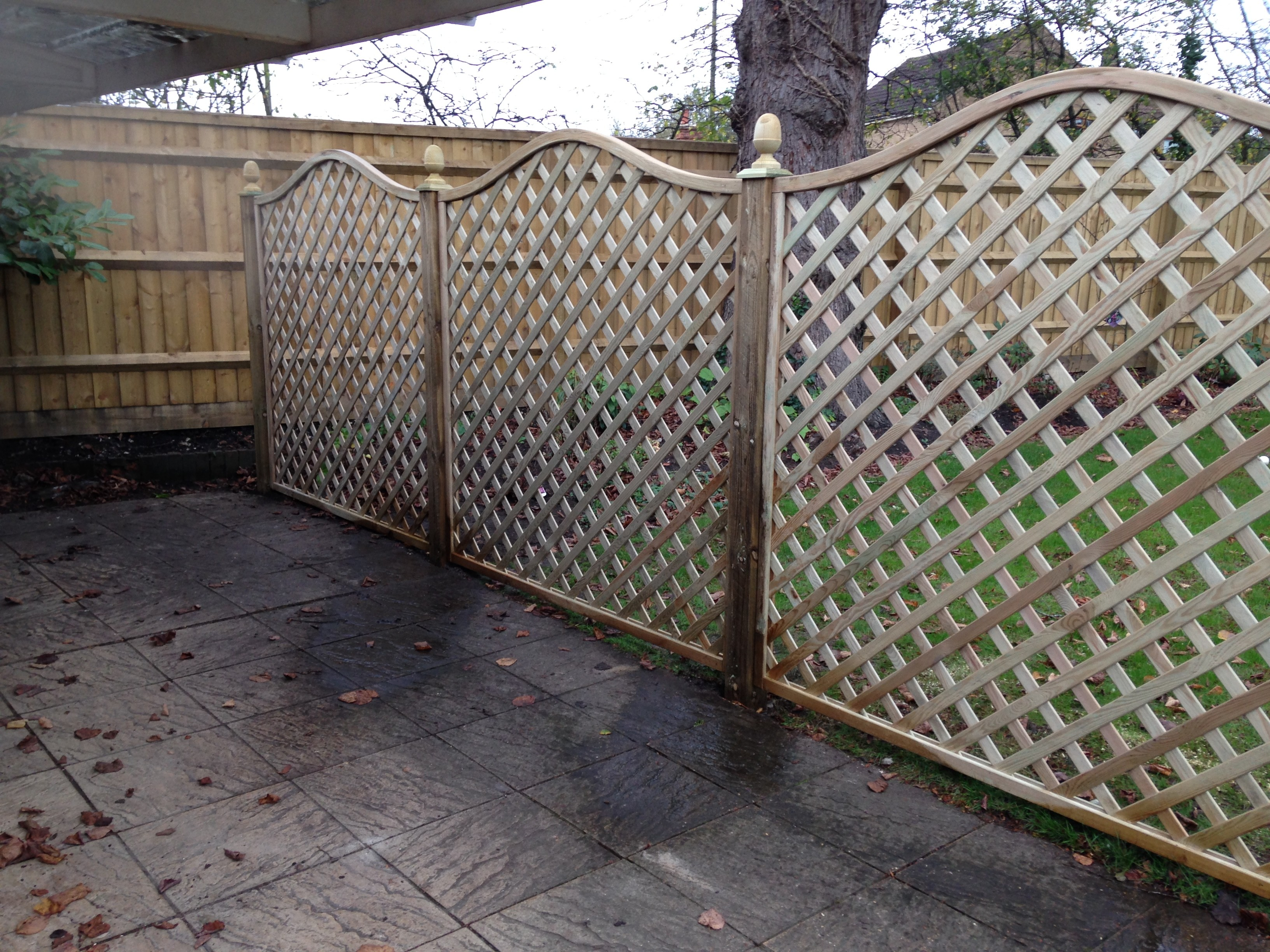 Diamond Arched Top Trellis Bucks Complete Fencing