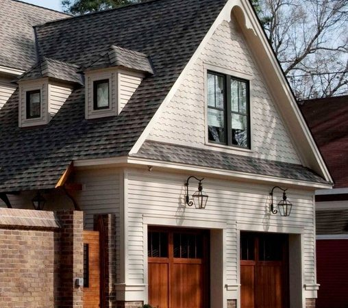 Folk Victorian Carriage House