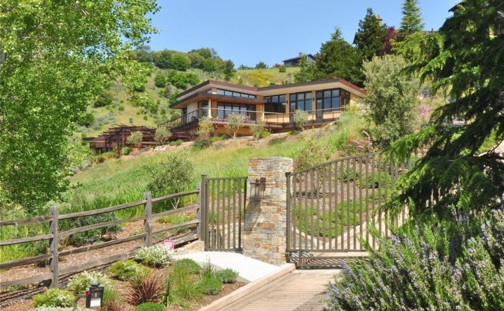 Hillside Homes Know Embrace Landscape