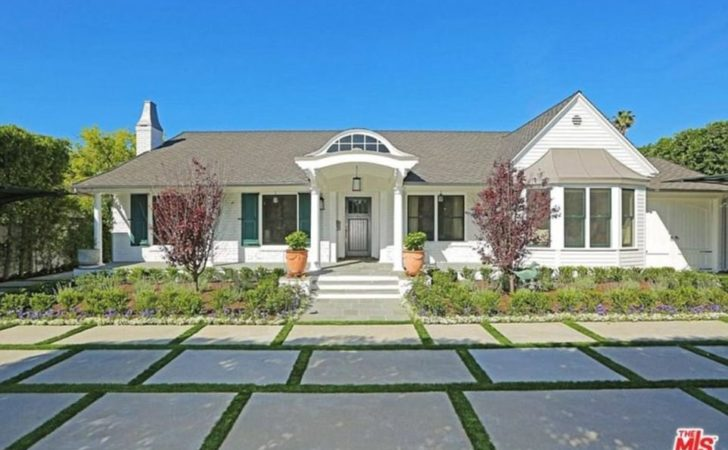 Selena Gomez Buys New House Bargain