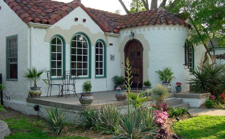 Small Spanish Style Homes White Wall Color Home Design