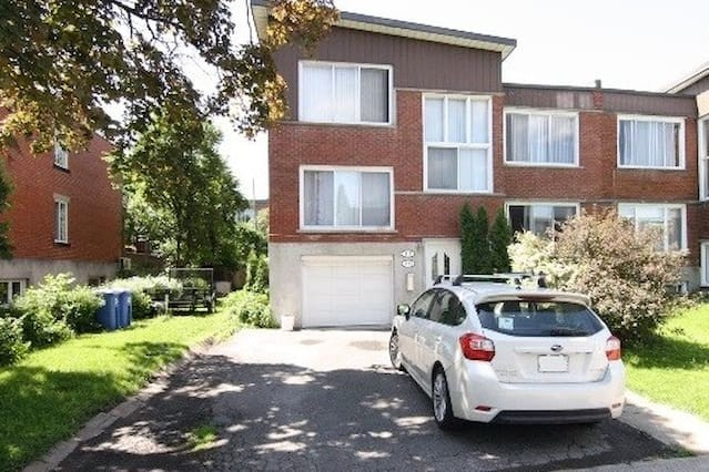 Split Level Upper Duplex Condo Exquisite Area