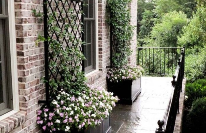 These Metal Garden Trellises Beautiful Without