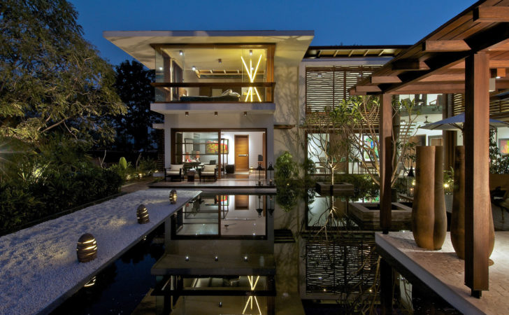 Timeless Contemporary House India Courtyard Zen