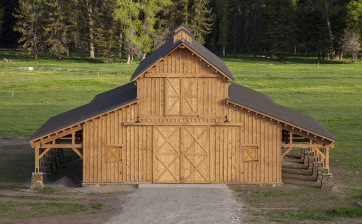 Traditional Wood Barn Great Plains Western Horse