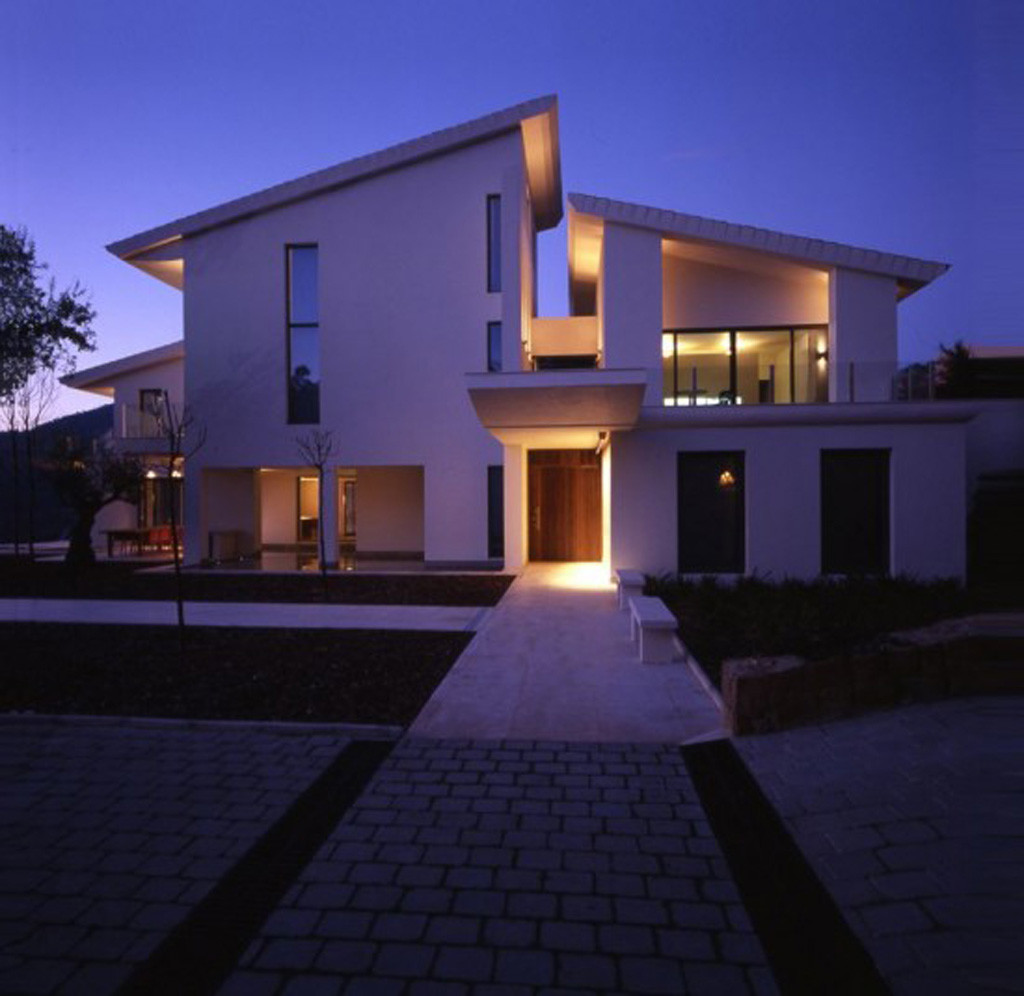 White Contemporary Modern House Design Iroonie